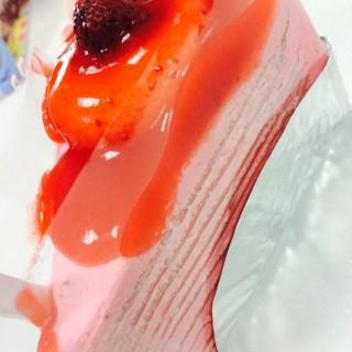 เครปเค้กสตรอเบอรี่🍰 -  dari Unna Cake (วังใหม่) di วังใหม่ |Bangkok
