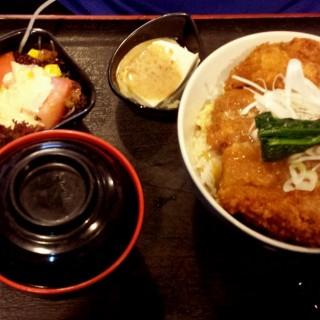 吉列豬扒飯定食 - 位於的赤壽司 (北角) | 香港