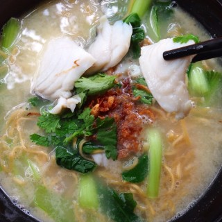 Fresh fish soup wif crispy noodles - Ubi's Tai Seng Fish Soup (Ubi)|Singapore