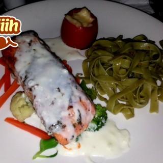 salmon steak -  dari Frank Wurst German Restaurant (Yogyakarta Timur) di Yogyakarta Timur |Yogyakarta