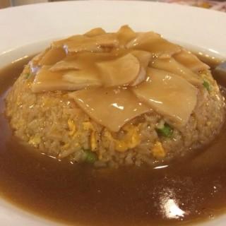 Fried rice with abalone and red sauce - 位於บางจาก的ภัตตาคารเล่งหงษ์ (บางจาก) | 曼谷