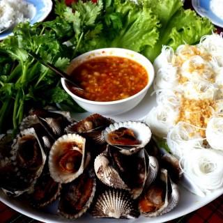 เมี่ยงหอยแครง -  dari ปากน้ำซีฟู้ด (อ.เมืองภูเก็ต) di อ.เมืองภูเก็ต |Phuket