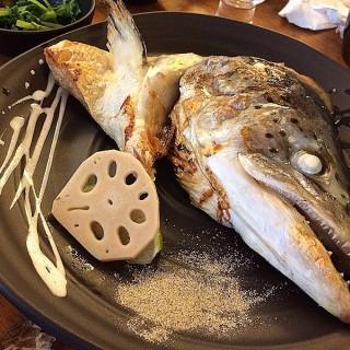 鹽燒鮭魚頭 -  dari 小六食堂 (中山區) di 中山區 |Taipei
