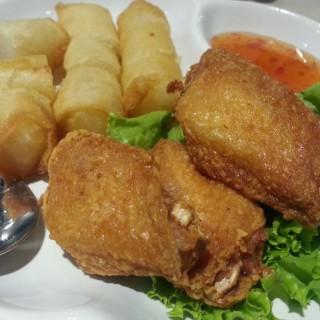ไก่ทอด ปอเปี๊ยะข้าวเหนียว - Tha Raeng's Banana Leaf (บานานาลีฟ) (Tha Raeng)|Bangkok
