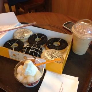J.cool single & Donuts selusin -  dari J.Co Donuts & Coffee (Malioboro) di Malioboro |Yogyakarta