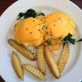 Egg Benedicts with spinach and cheese - Suthep's Smoothie Blues (Suthep)|Chiang Mai