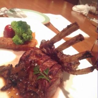 爐烤小牛op佐蘑菇 - ใน前金區 จากร้าน漢來大飯店-池畔餐廳 (前金區)|Kaohsiung / Pingtung