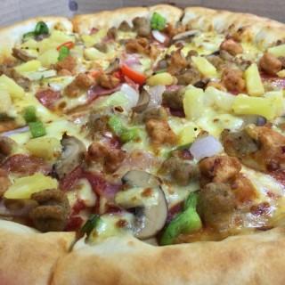 Supreme pizza -  dari Pizza Hut (Greenhills ) di Greenhills  |Metro Manila