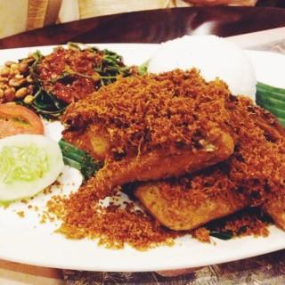 ayam goreng lengkuas -  Serpong / Bebek Tepi Sawah (Serpong)|Jakarta