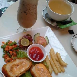Chicken Cordon Bleu - Pemuda's Kopi Luwak Cafe (Pemuda)|Semarang