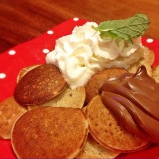 Nutella pancakes - 位于Cimbeuluit的Miss Bee Providore (Cimbeuluit) | 万隆