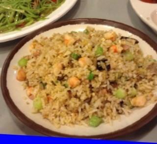 ข้าวผัดปลาแซลมอน -  dari Je-Ngor Kitchen (ช่องนนทรี) di ช่องนนทรี |Bangkok