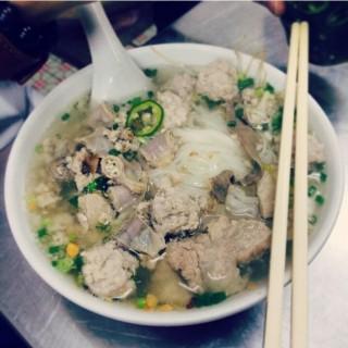 肉丸豬雜粿條 -  dari 南洋粿條麵食店 (下環) di 下環 |Macau
