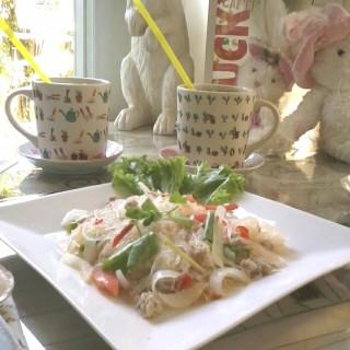 ยำวุ้นเส้น -  dari Lucky Bunny Cafe (คลองจั่น) di คลองจั่น |Bangkok