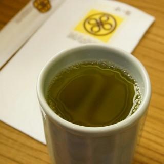 ชาเขียวร้อน - 位于ลุมพินี的Maisen (ไมเซ็น) (ลุมพินี) | 曼谷