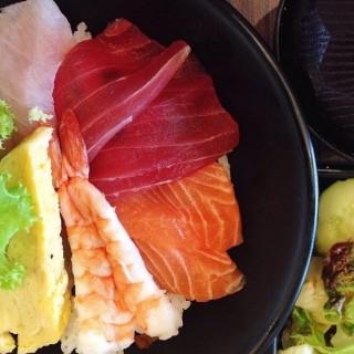 ข้าวหน้าปลาดิบรวม - Lum Phi Ni's Sushi-OO (ซูชิโอ) (Lum Phi Ni)|Bangkok