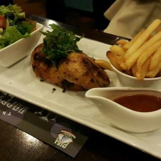 Chicken Cordon Bleu -  dari Pisa Kafe (Menteng) di Menteng |Jakarta