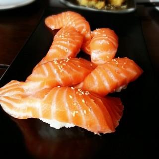 ซูชิหน้าปลาแซลมอน -  ลุมพินี / The Gallery Sushi Bar (ลุมพินี)|กรุงเทพและปริมลฑล