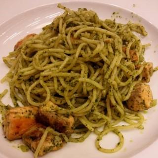 salmon pesto spaghetti - ในSlipi จากร้านPancious Pancake House (Slipi)|Jakarta