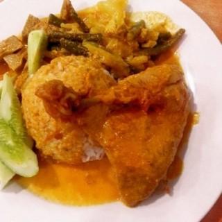 Nasi padang  ayam kari -  dari Rumah Makan Minang Raya (Tanjung Duren) di Tanjung Duren |Jakarta