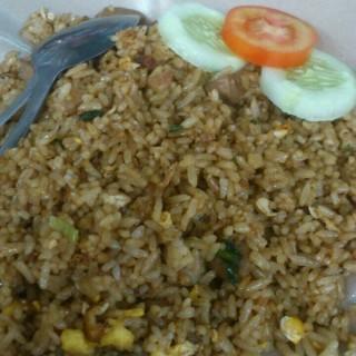 nasi goreng - ในKemanggisan จากร้านPetojo (Kemanggisan)|Jakarta