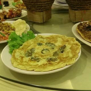 telor dadar kerang - ในMeruya จากร้านBintang Aceh Live Seafood (Meruya)|Jakarta