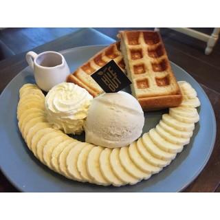Banana Waffle toast - Chimphli's Little Hideout (Chimphli)|Bangkok