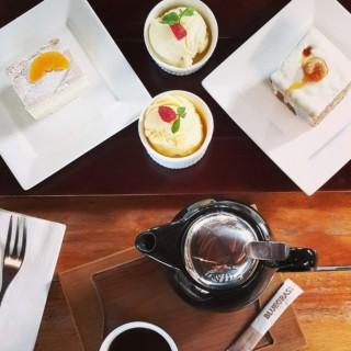 Peach cake with ice cream -  dari Bluegrass Bar & Grill (Kuningan) di Kuningan |Jakarta