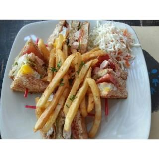 sandwich n french fries - ในSlipi จากร้านLuciole Bistro & Bar (Slipi)|Jakarta