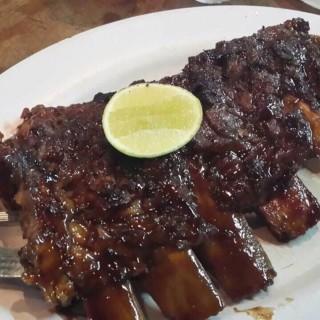 Pork ribs - 位于Pantai Indah Kapuk的Naughty Nuri's Warung and Grill (Pantai Indah Kapuk) | 雅加达