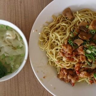 Bakmie Ayam Rica Jamur + pangsit rebus -  dari Bakmie Aloi (Kebon Jati) di Kebon Jati |Bandung