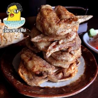 ปีกไก่ทอดยามะจัง - Khlongtan Nuea's Yamachan (Khlongtan Nuea)|Bangkok