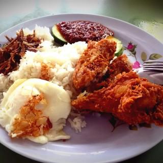 Nasi Lemak -  dari Mizzy Corner Nasi Lemak (Changi) di Changi |Singapura