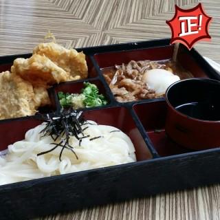 溫泉蛋牛肉配凍烏冬定食 - 位於荔枝角的Pokka Cafe (荔枝角) | 香港