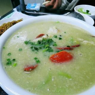 水蟹粥 -  dari Luk Kee Noodle (沙梨頭) di 沙梨頭 |Macau