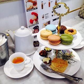 afternoon tea set -  dari Trust Me I'm a Baker (พระบรมมหาราชวัง) di พระบรมมหาราชวัง |Bangkok