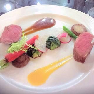 嫩煎頂級伊比利豬肉 - 位於信義區的老爺家 (信義區) | 台北
