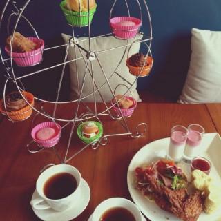幸福摩天輪 -  尖沙咀 / White Button Cafe & Dessert (尖沙咀)|香港