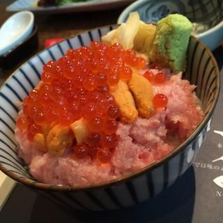 雜錦魚生飯 - 位於中環的花串日本料理 (中環) | 香港
