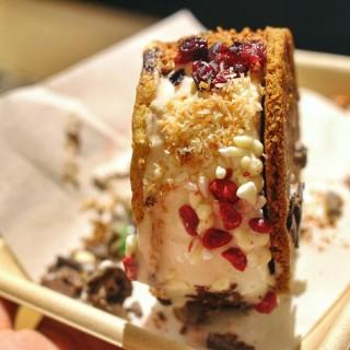 Ice Cream Sandwich - Wong Chuk Hang's Elephant Grounds (Wong Chuk Hang)|Hong Kong