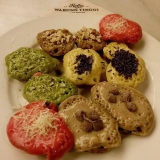 Kue cubit mix platter - Thamrin's Koffie Warung Tinggi (Thamrin)|Jakarta