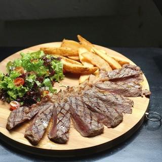 Striploin AUS Black Angus -  dari Alberto's Resto & Cafe (Bandung Tengah) di Bandung Tengah |Bandung