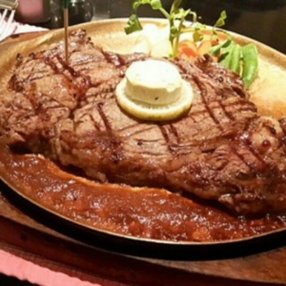 Sirloin Steak - ในSudirman จากร้านAngus House Charcoal Steak (Sudirman)|Jakarta