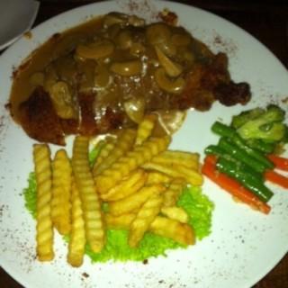 Chicken Gordon Bleu - ในKemang จากร้านDim Sum Inc (Kemang)|Jakarta