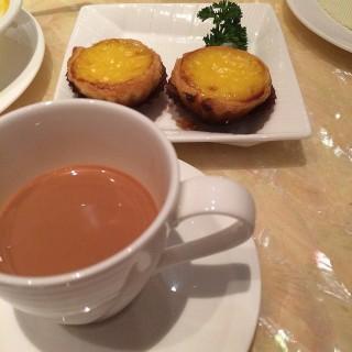 餐後奶茶同蛋撻 -  dari The Eight (南灣) di 南灣 |Macau