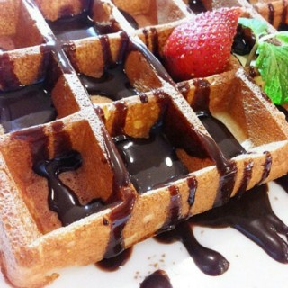 original waffle with chocolate sauce - ในThamrin จากร้านPetit Julien (Thamrin)|Jakarta
