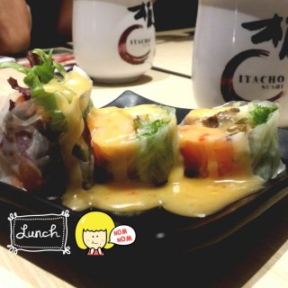 Fresh Salmon Spring Roll - 位於Orchard的Itacho Sushi (Orchard) | 新加坡
