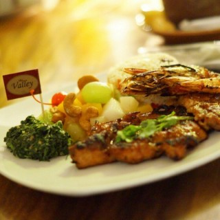 chicken and prawn steak -  dari The Valley (Dago Pakar (Dago Atas)) di Dago Pakar (Dago Atas) |Bandung