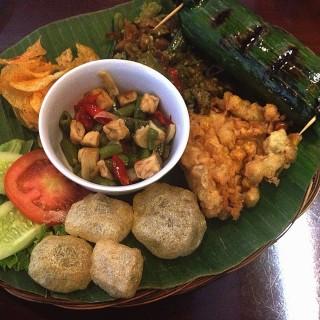 Nasi Bakar Ikan Asin Cabe Hijau  - Cikini's Dua Nyonya (Cikini)|Jakarta