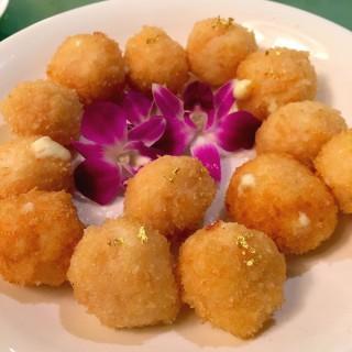 黃金炸蝦球 - 位於上環的喜月 - 澳門賽馬會會員會所 (上環) | 香港